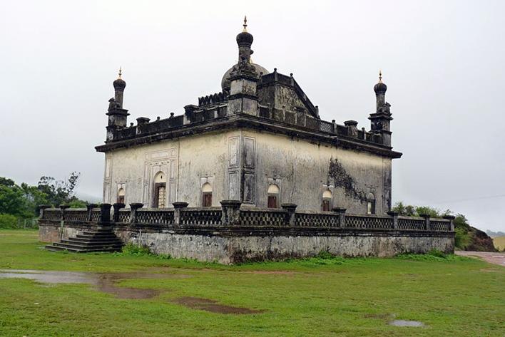 Rajas's Tomb, Madikeri,