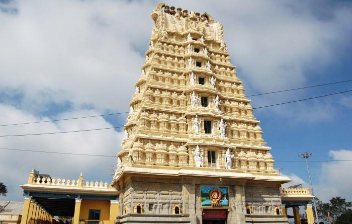 sightseeing Mysore, Chamundeshwari temple on Chamundi hills, mysore. Photographer Sanjay Acharya