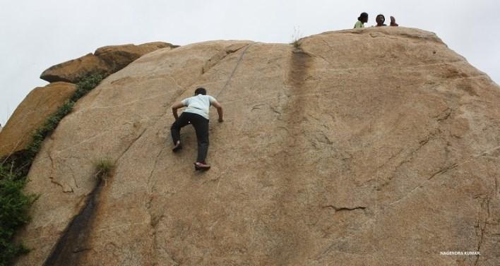 Rock Climbing in Turahalli. Photographer Nagendra Kumar