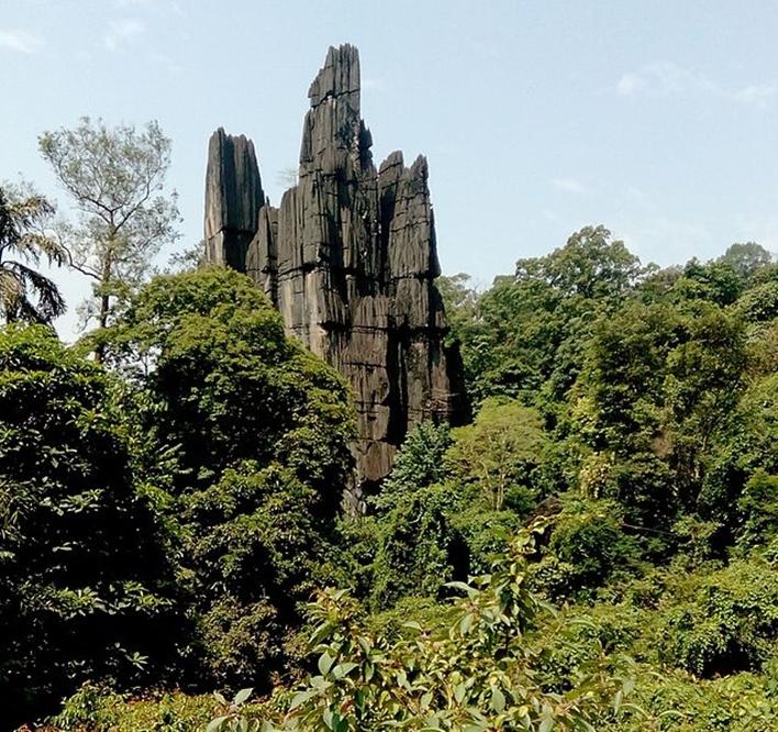Yana, Yana Rocks