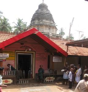 Main entry to the Mahabaleshwar Temple at Gokaran. Photographer by Nvvchar