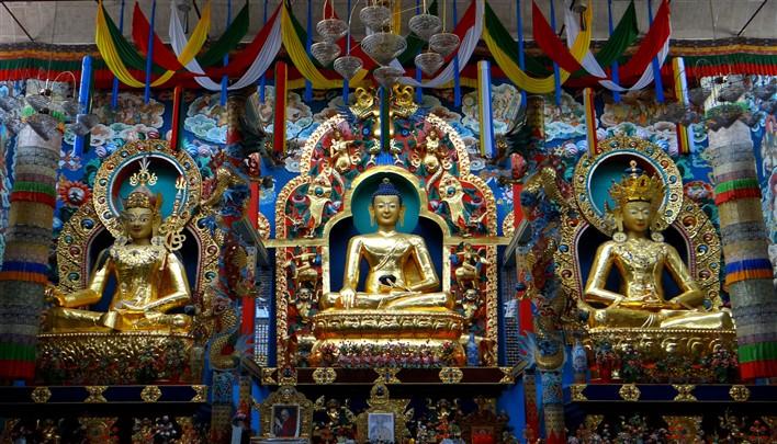 Status of Golden Buddha at Bylakuppe. Photographer Sahyadri H S
